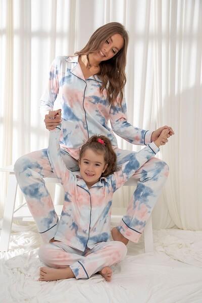Pamuklu Likrali Batik Desenli Düğmeli Biyeli Pijama Takım - Thumbnail