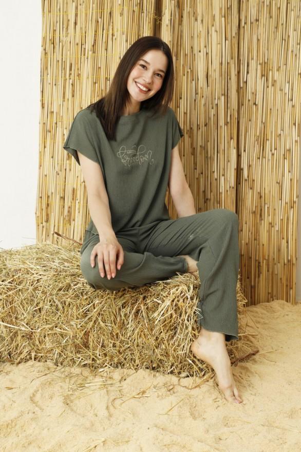 SİYAH İNCİ - Yeşil Krinkıl Kumaş Nakışlı Likralı Pijama Takım